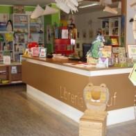 La Pecora nera nasce a Udine per dare uno spazio adeguato e una sede autonoma alla sezione dedicata ai ragazzi, presente all'interno della libreria universitaria Cluf in Via Gemona, 46 a Udine, libreriapecoranera@gmail.com