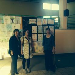 I disegni realizzati dalle classi per ricevere Linda, insieme a Cara e Angela, le due fantastiche interpreti.